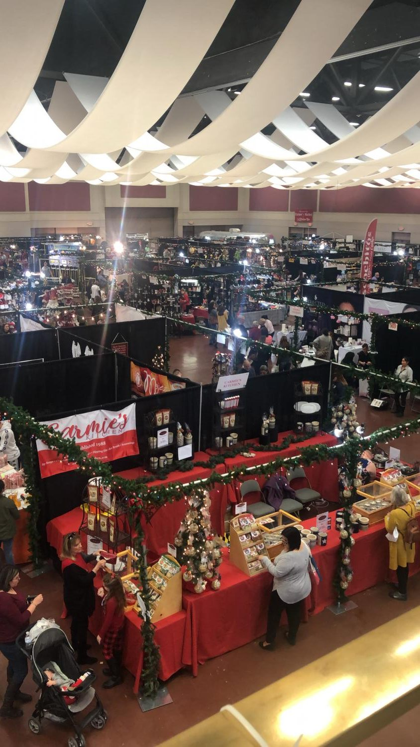 The Junior League of El Paso rings in the holiday season with their 46th annual