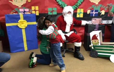 Coronado and Franklin team up to bring gifts to Travis Elementary